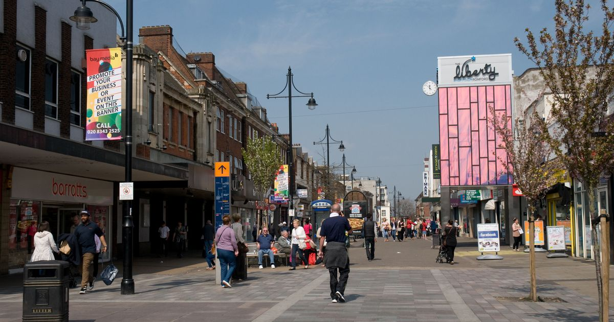 Cops urge pupils to avoid town centre – but then perform U-turn