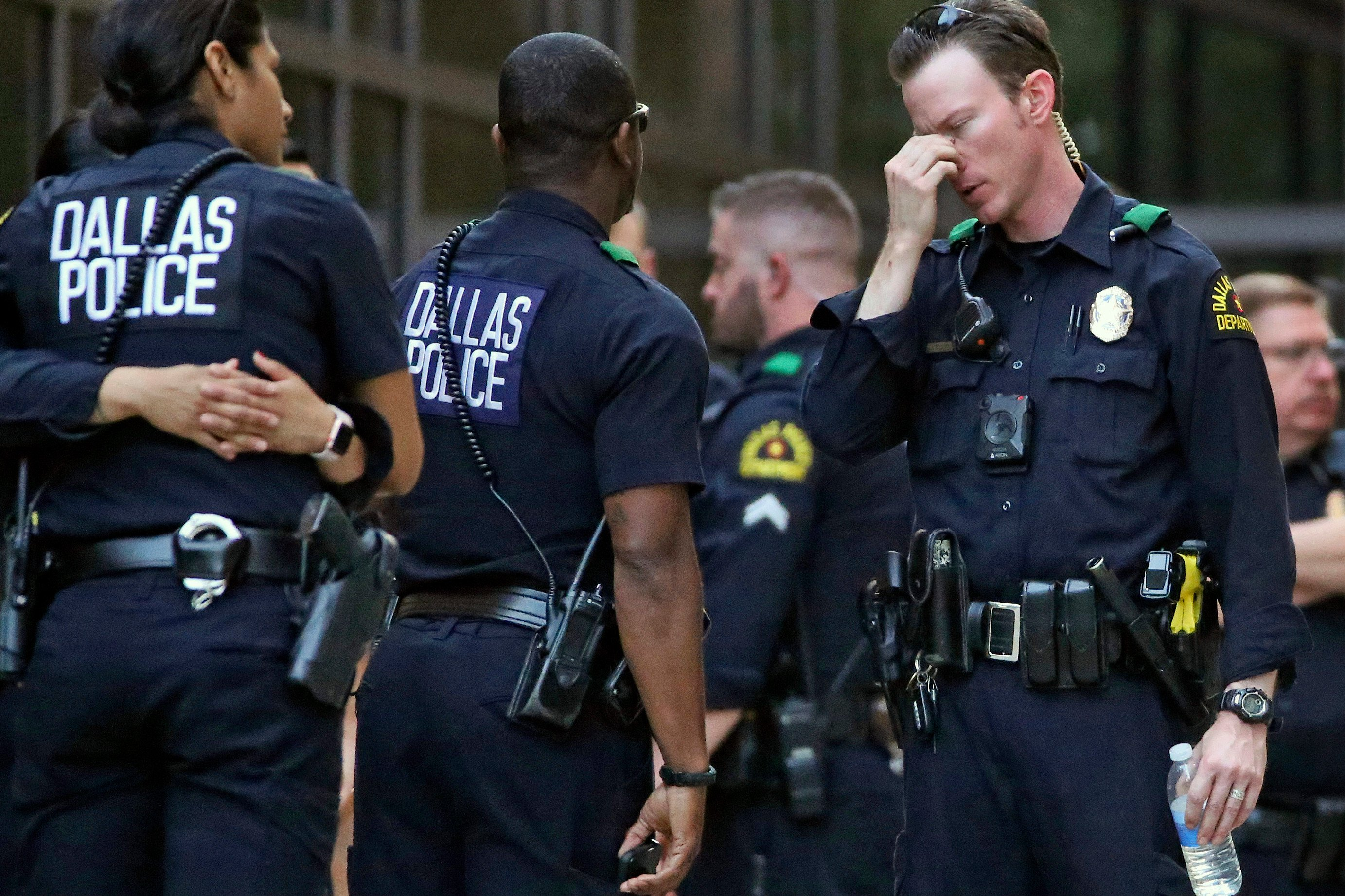 Suspect arrested in shooting of two Dallas officers