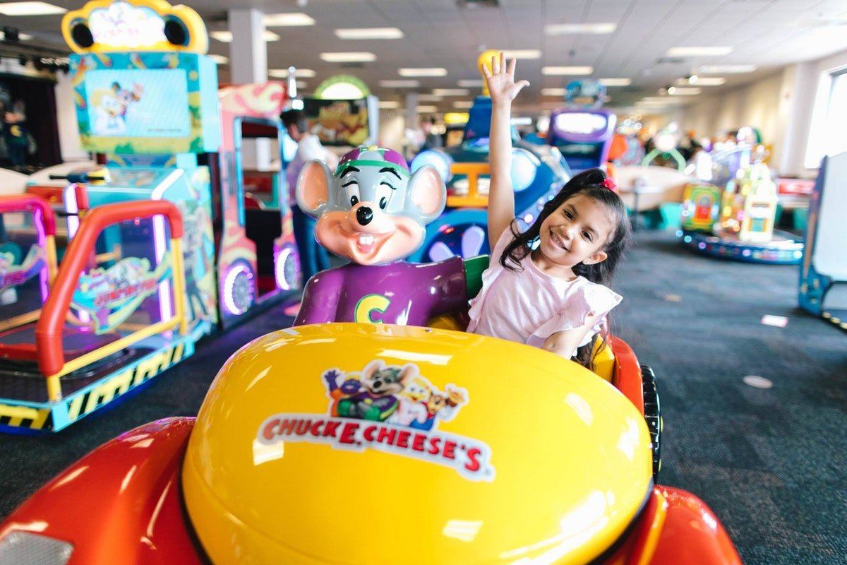 Chuck E. Cheese's Just Announced Nationwide Delivery & It Comes With A Prize