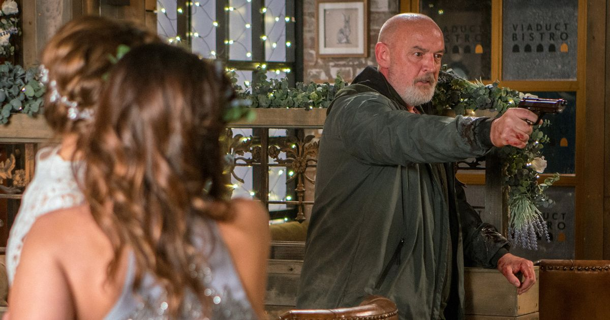 Corrie's Phelan shoots another victim before police arrive to hostage situation