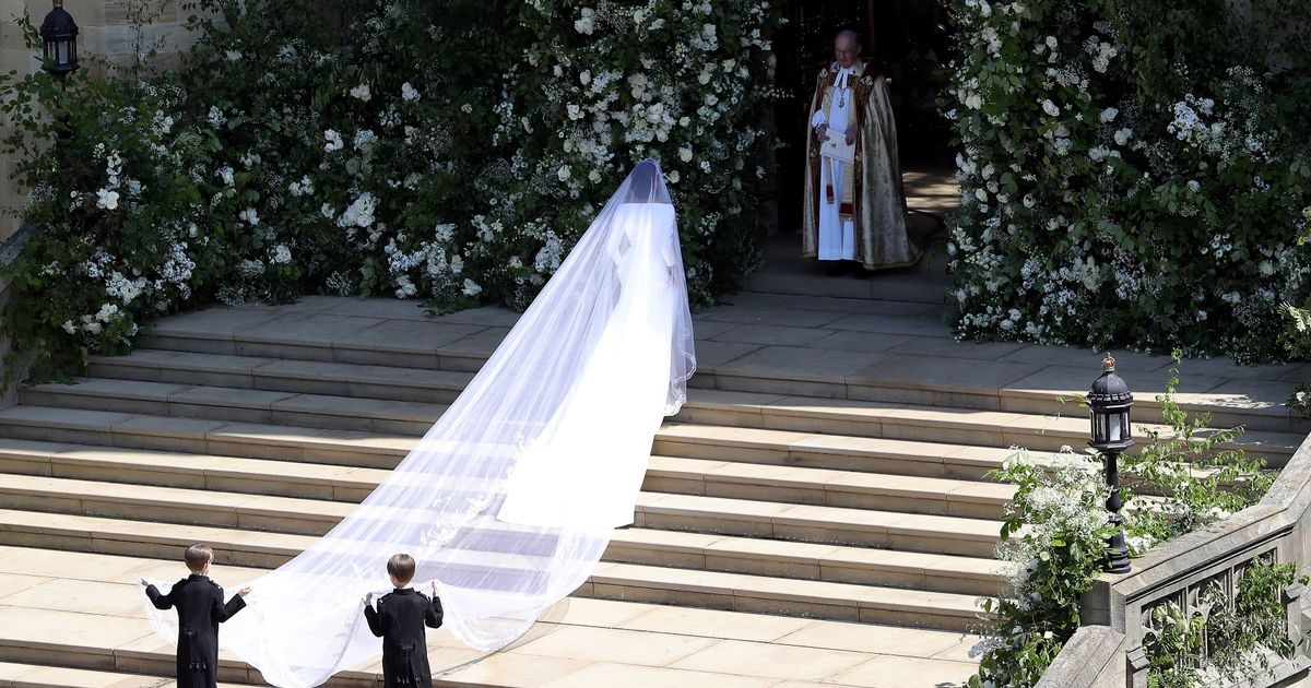 Diana's wedding dress designer gives verdict on Meghan Markle's dress