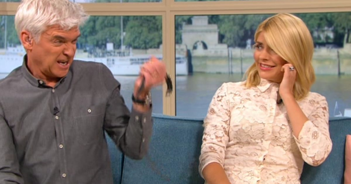 Phil in agony after electric shock on This Morning as fans slam 'cruel' trainer