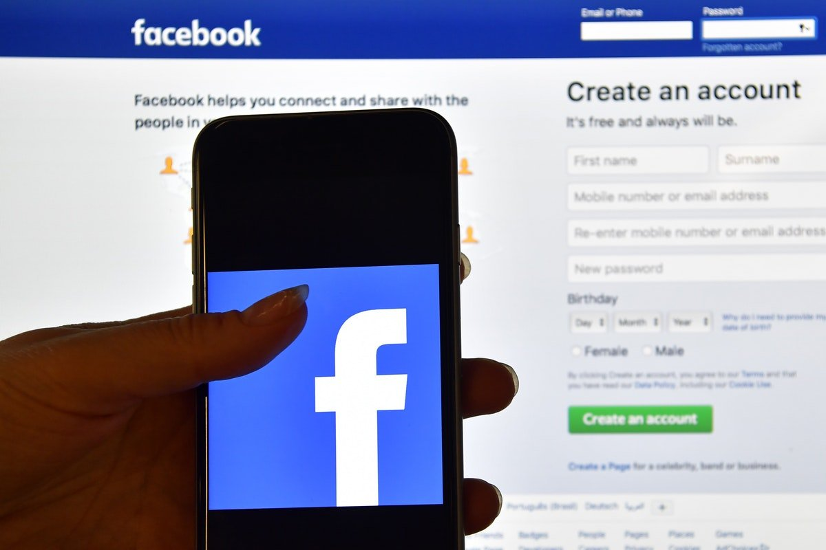 You'll Soon Be Able To Clear Your Browsing History On Facebook & Here's How It'll Work