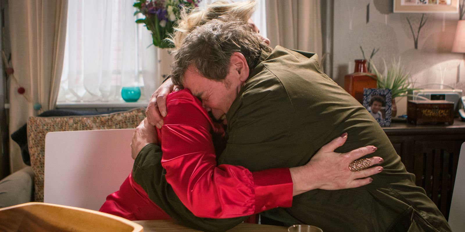 Coronation Street hints at romance for Johnny and Liz after Aidan's death