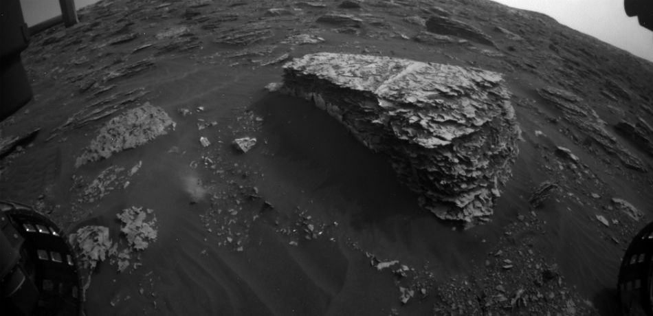 New Footage From The Curiosity Rover Reveals Mysterious 'Figure Spotted Moving' On Mars, Claims Secureteam10