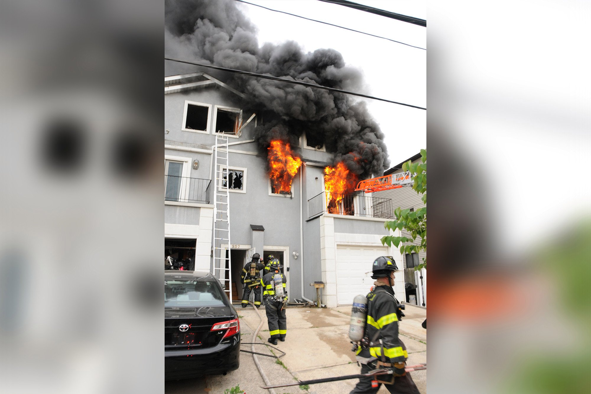 20 firefighters injured in massive Staten Island blaze