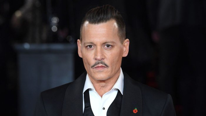 Johnny Depp Settles Feud With Former Managers
