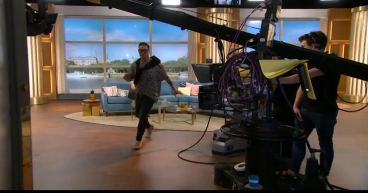 Gok Wan left 'shaking' and almost in tears as he walks off This Morning set
