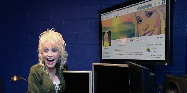 When Did Dolly Parton Become an Iconic Twitter Meme Queen?