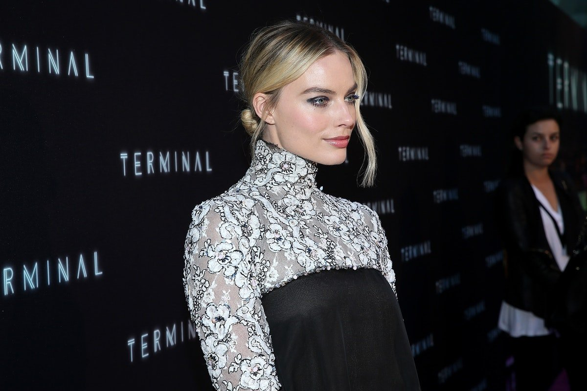 Fans Can't Handle This Spot-On First Photo Of Margot Robbie As Hollywood Star Sharon Tate