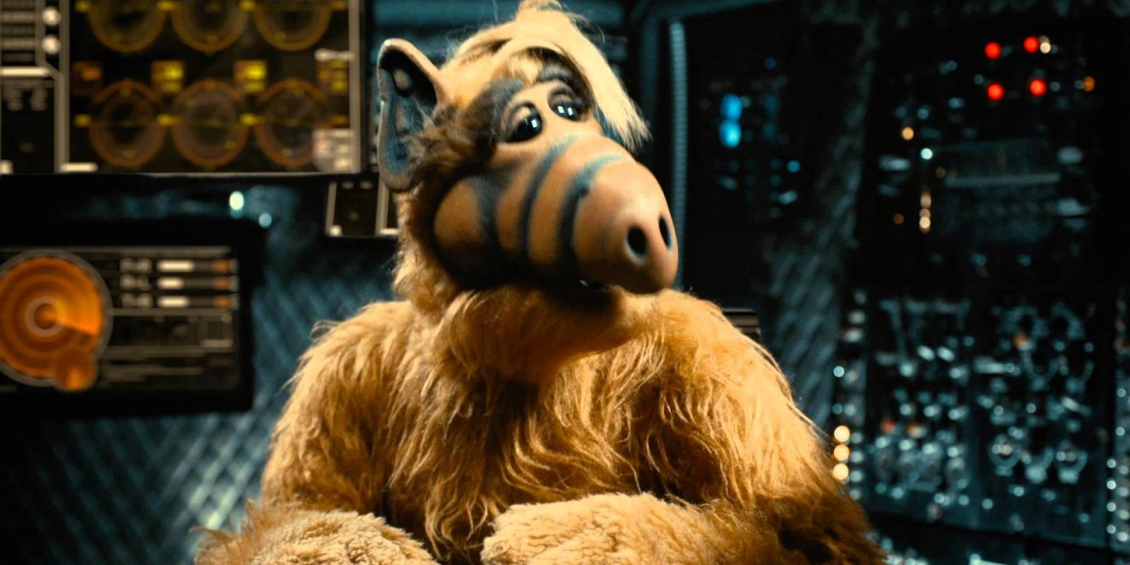 ALF is the latest '80s sitcom getting a reboot, so hide your pet cats now