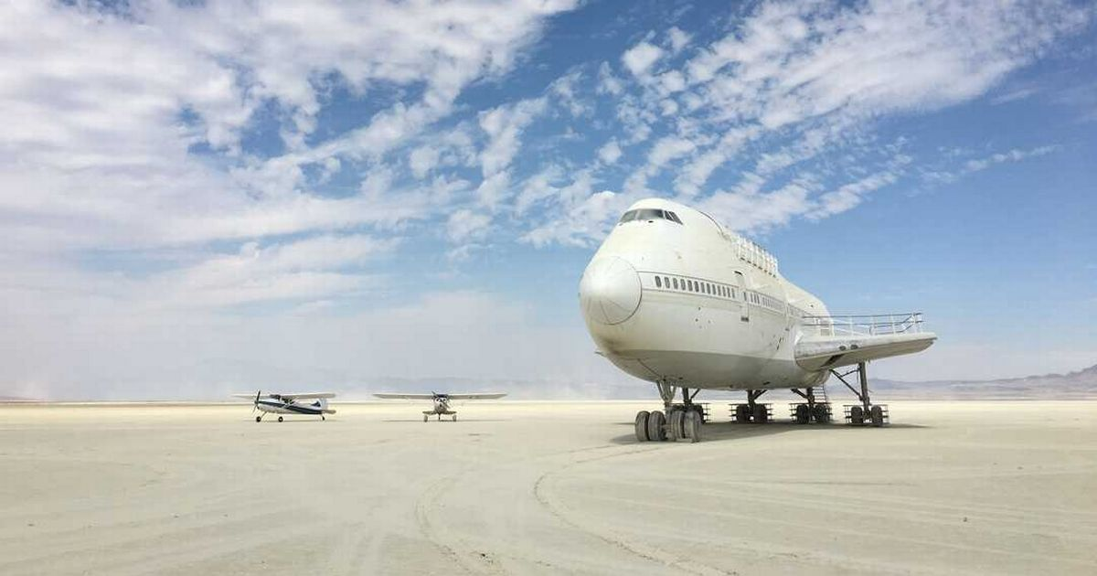 Why 747 jumbo jet has been abandoned in the middle of the desert