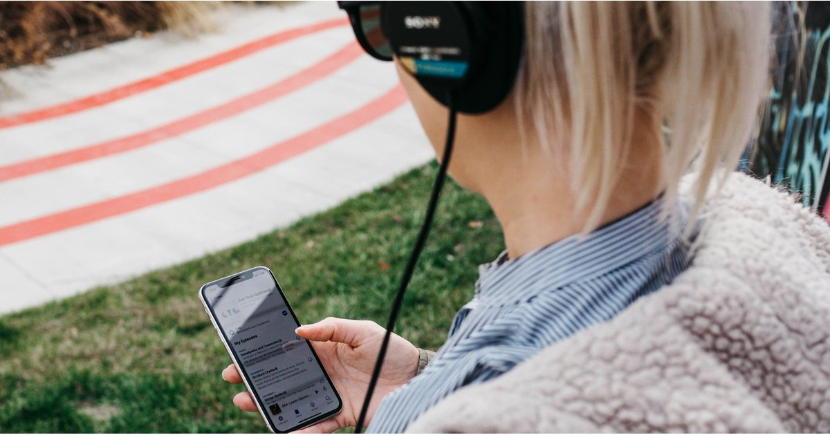9 Podcasts That Make Me Look Forward to My Morning Commute