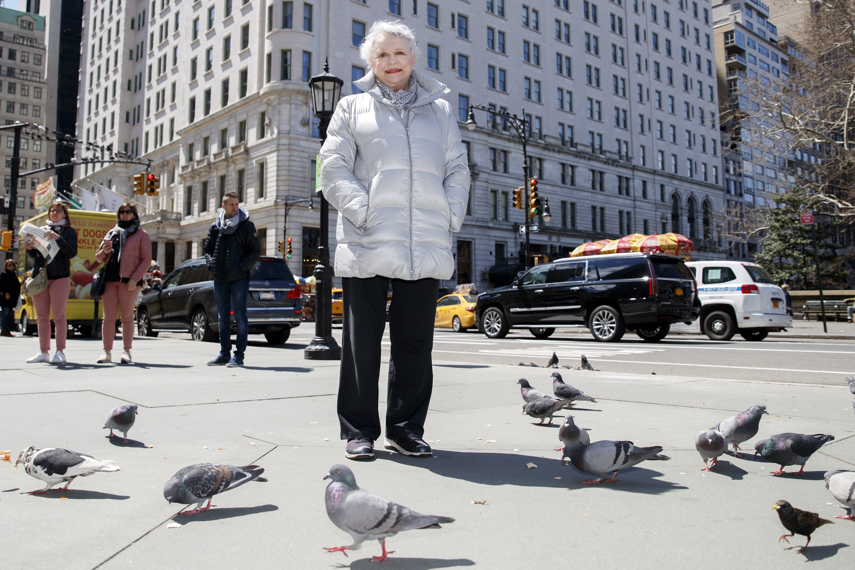 Broadway lights will dim for 'Odd Couple' Pigeon sister