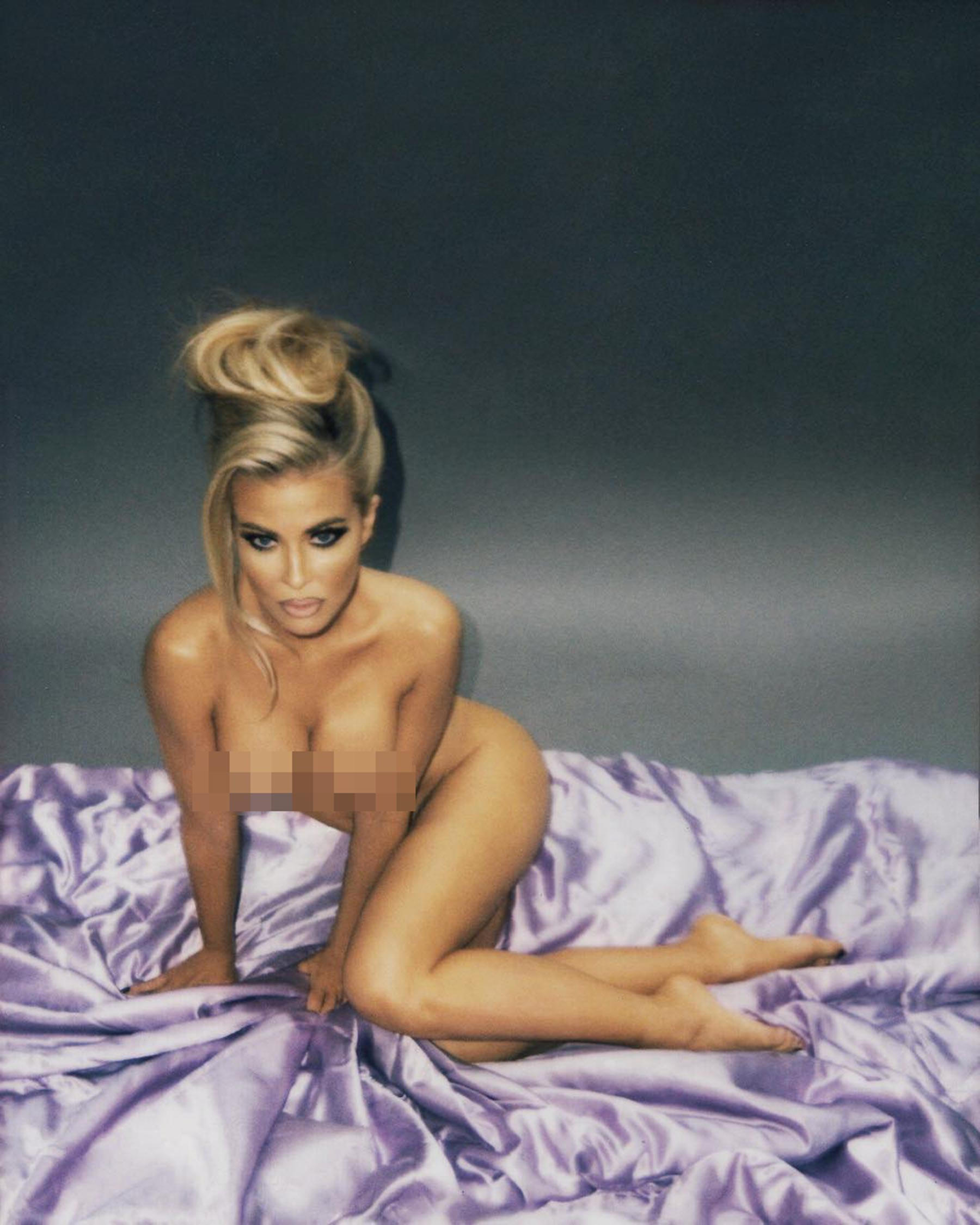 Babewatch! See Carmen Electra's Racy Naked Shoot with Photographer Eli Russell Linnetz