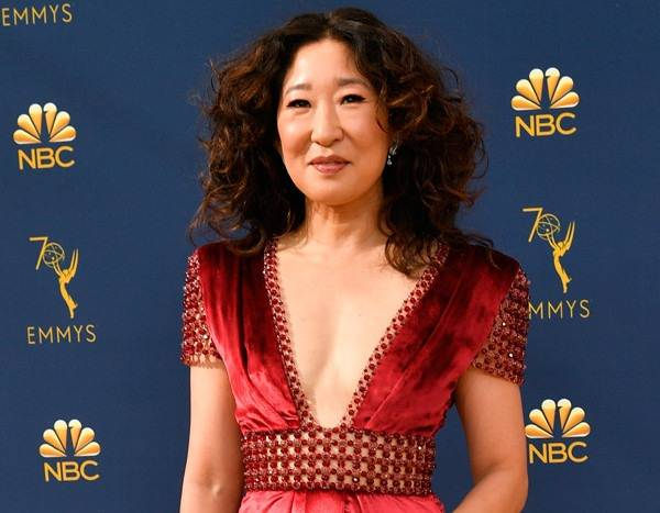 Sandra Oh Gushes Over Jessica Biel on 2018 Emmys Red Carpet