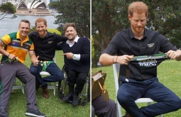 Prince Harry wears 'budgie smugglers' after being goaded by Australian Invictus Games athletes