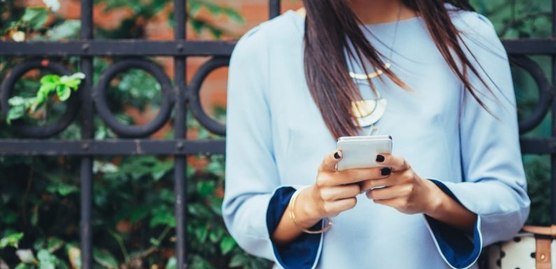 Can You Make A Relationship Official Over Text? Here's What You Need To Know Before You Try