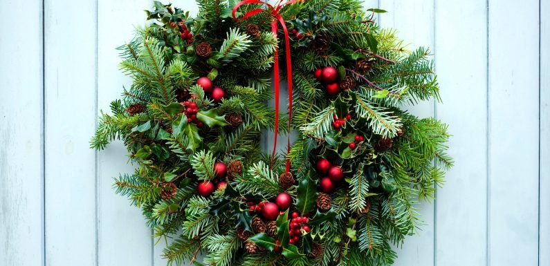What is the history of the Christmas wreath and how can you make one?
