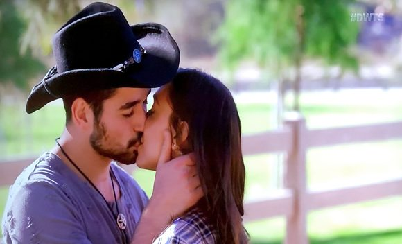 'DWTS': Alexis Ren & Alan Bersten Share 1st Kiss On Air After Admitting They're Falling For Each Other
