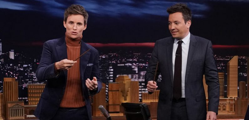 Eddie Redmayne Performs a Magic Trick for Jimmy Fallon – Watch!