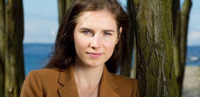 Amanda Knox is engaged to boyfriend Christopher Robinson after space alien proposal