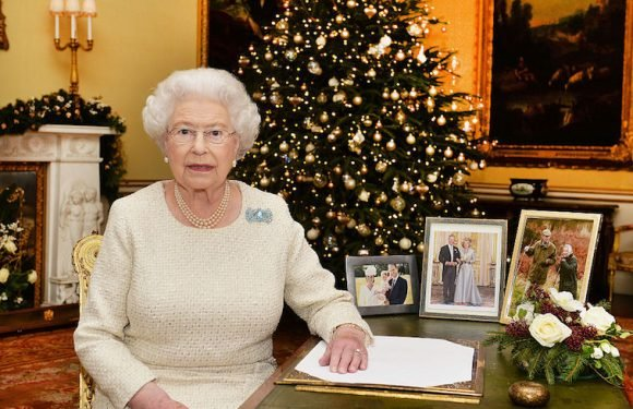 Here's How to Get a Christmas Card From the Queen of England