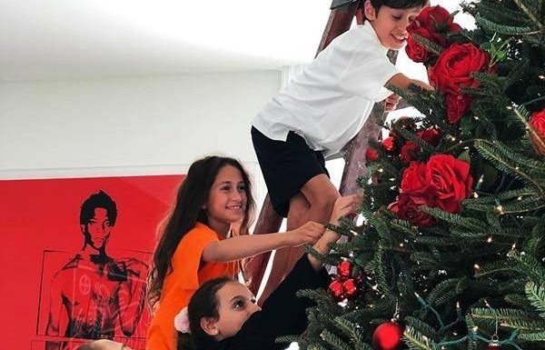 Jennifer Lopez and Alex Rodriguez and Their Kids Get Into the Christma
