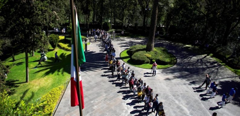 """""""Like Versailles"""": Mexicans marvel as presidents' home opened to public"""