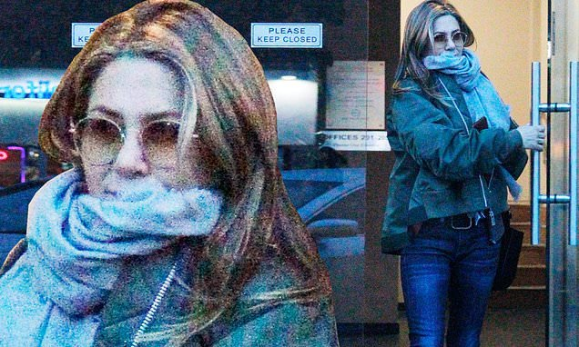 Jennifer Aniston bundles up as she returns to Los Angeles from Wyoming