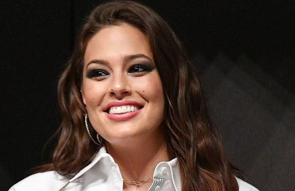 Plus-Size Supermodel Ashley Graham Flaunts Her Curves In Sexy Swimsuit Snapshot