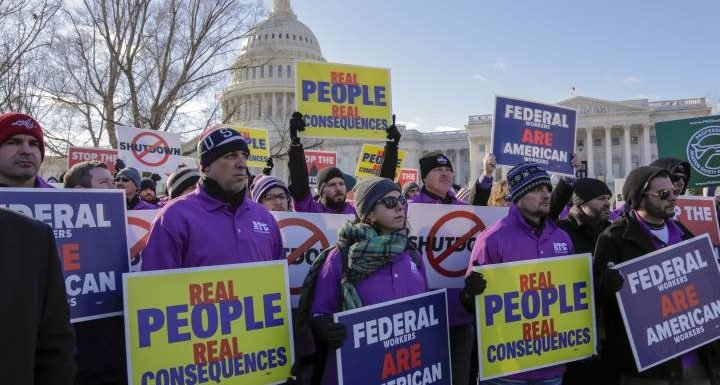 U.S. federal workers face 1st payday without pay amid government shutdown