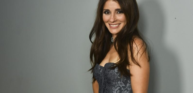 Shiri Appleby Grew Up On TV Sets — Now, She's Teaching Younger Stars How To Do The Same