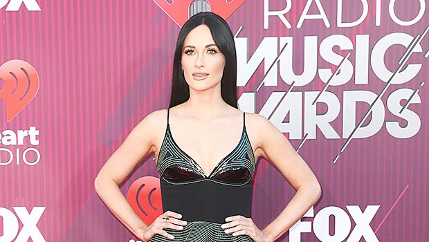 Kacey Musgraves Flaunts Long Legs In Emerald Mini Dress At iHeartRadio Music Awards