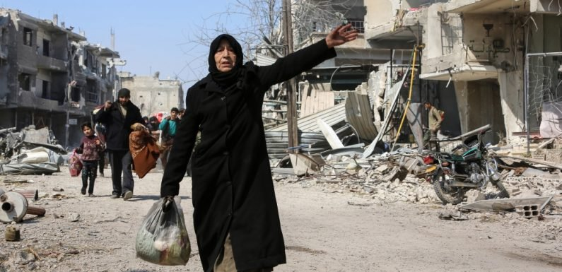 Air raids 'kill 30' in Eastern Ghouta as 'hundreds' more flee