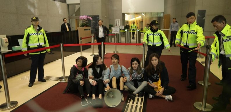 Protesters arrested in Hong Kong over proposed China extradition law