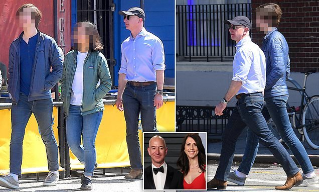 Jeff Bezos takes his kids out in New York after finalizing divorce