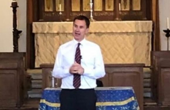 Jeremy Hunt throws hit hat in the ring for Tory leadership race