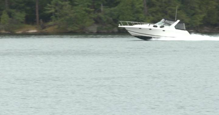 Thousand Islands communtiy organization hands out free 'No Wake' signs