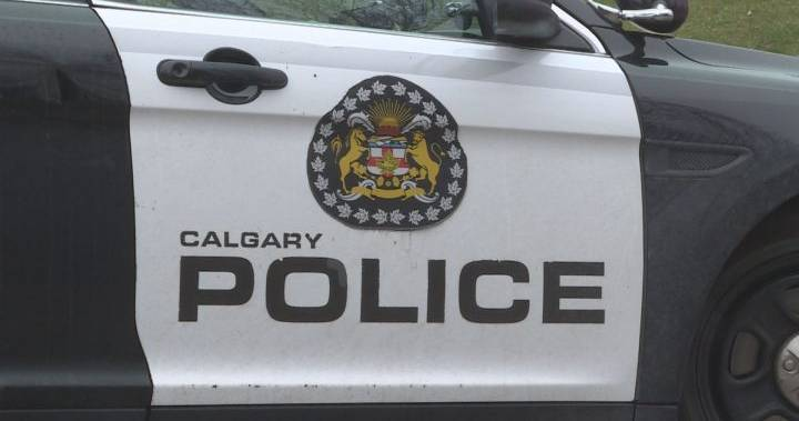 Police looking for at least 1 suspect after man shot in downtown Calgary