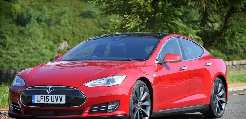 Tesla cars will soon be able to stream Netflix and YouTube, Elon Musk reveals
