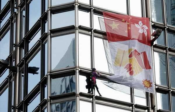 French 'spiderman' climbs HK tower, hoists reconciliation flag amid mass protests