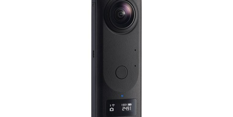Ricoh Z1 takes sharp 360-degree stills