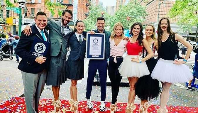 Kelly Ripa & Over 300 Ballet Dancers Break Guinness World Record for Most People Balancing en Pointe