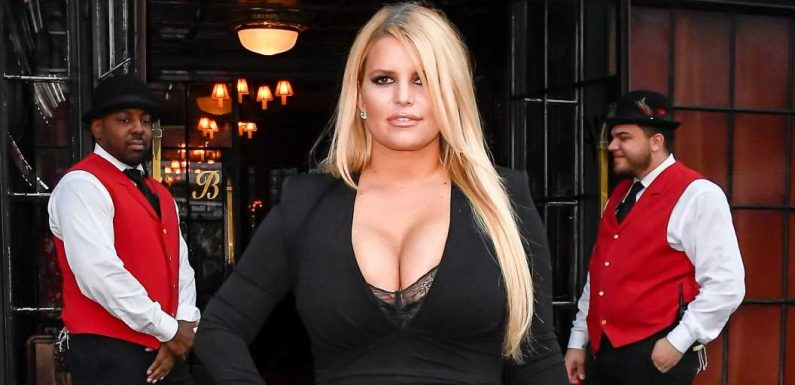 Jessica Simpson shows off 100-lb. weight loss in plunging black dress