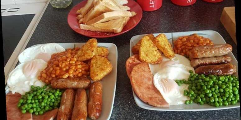 Woman divides the internet by adding PEAS to her full English breakfast