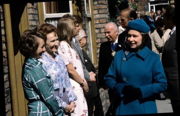 Her Maj once visited the set of Coronation Street & Prince Philip was offered a pint in the Rovers Return