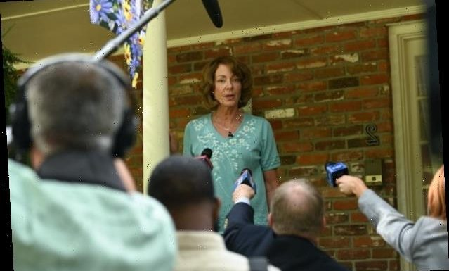 'Breaking News in Yuba County' Trailer: Allison Janney Has 'Done Nothing Wrong'