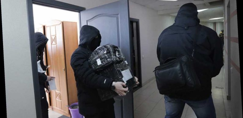 Belarusian police raid homes of journalists, human rights activists