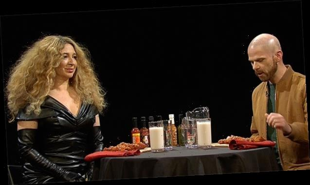 Maya Rudolph's 'Beyoncé' Hilariously Dodges Destiny's Child Questions On 'Hot Ones' Spoof — Watch